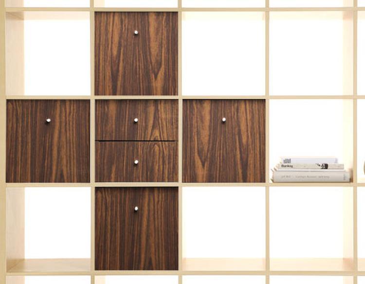 Ikea expedit kast met vinyl stickers op kastdeurtjes origineel