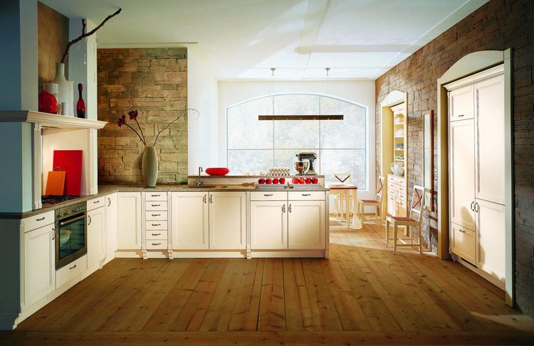 Landelijke keuken met schouw en inbouwkasten. de muren van deze ...