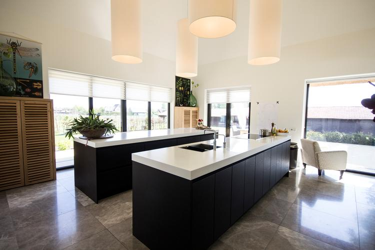 Keuken witte eiken - Witte keuken voorzien van gelakt ...