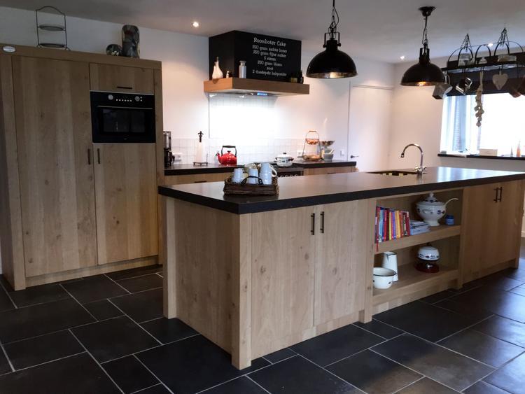 Keuken in landelijke stijl met kookeiland. gemaakt door geert ...