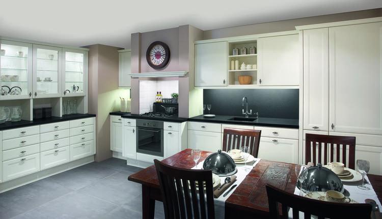 Witte Keuken Zwart Werkblad : Foto landelijke witte keuken met zwart ...