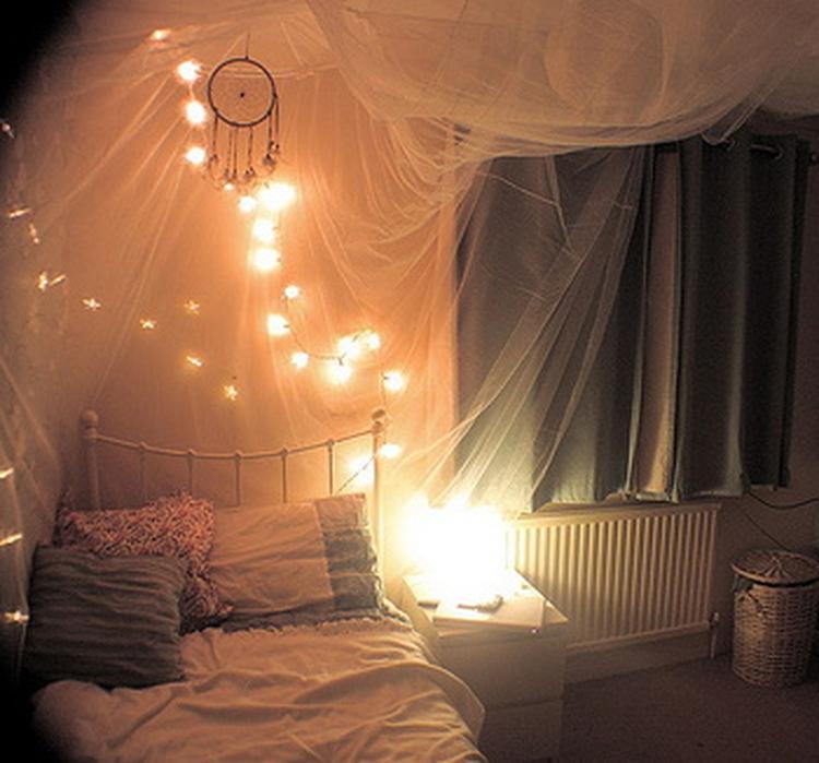 gezellige kamer met lichtjes foto geplaatst door fleur spiessens