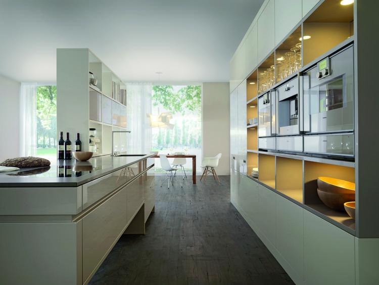 Open keuken met kast als roomdivider. deze gezellige open keuken ...