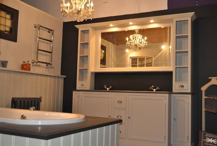 Lambrisering Op Badkamer : Cm groot badkamer meubel traditional in kleur taupe van heck