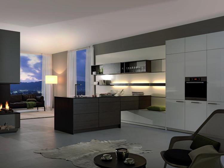 Keuken als roomdivider in sfeervol appartement. het schiereiland ...