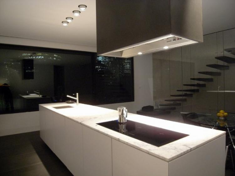Blad keuken witte for Foto witte keuken