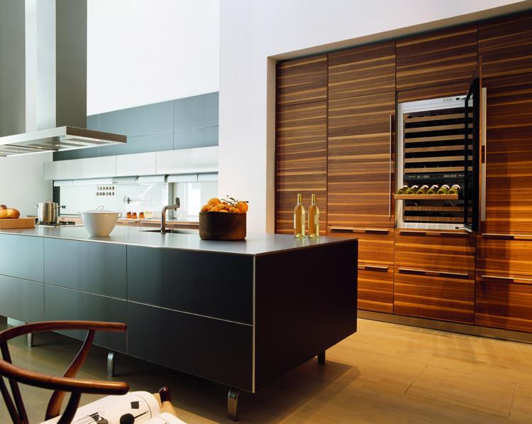 Stijlvolle moderne keuken met opvallende inbouwkast. deze moderne ...