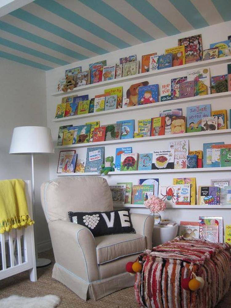 Enorme boekenwand voor de kinderkamer. Wat leuk bedacht zeg deze ...