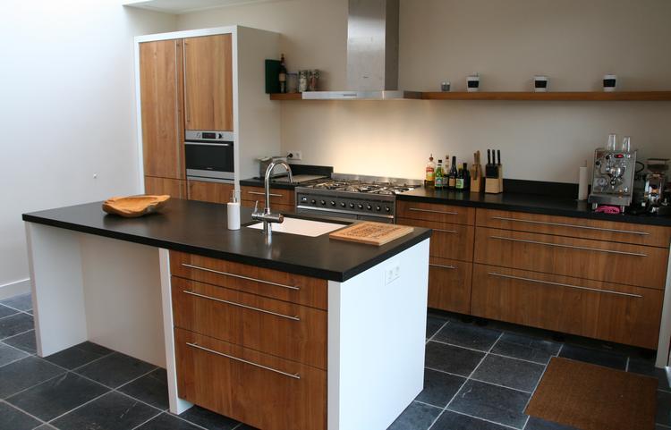 Keuken Van Hout : Houten keuken natuursteen werkblad keramiek spoelbak quooker