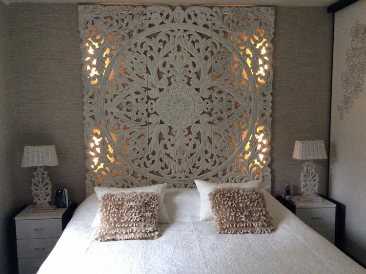 Mooie slaapkamer Hout snijwerk zelf led verlichting erachter gemaakt ...