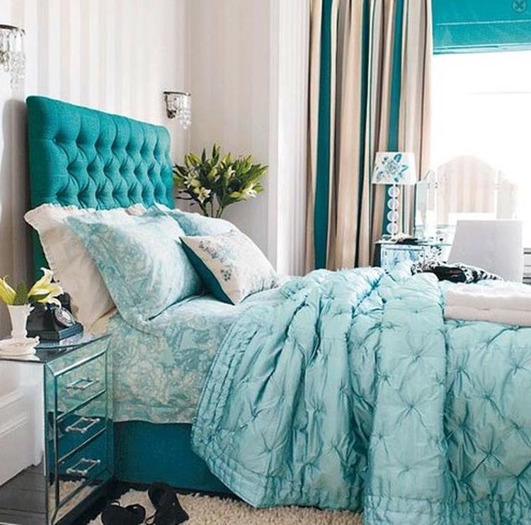 Ik zou niet zo snel voor deze kleur kiezen in mijn slaapkamer, maar ...