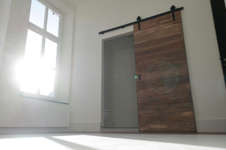Industriële schuifdeur voor badkamer ensuite. Foto geplaatst door ...
