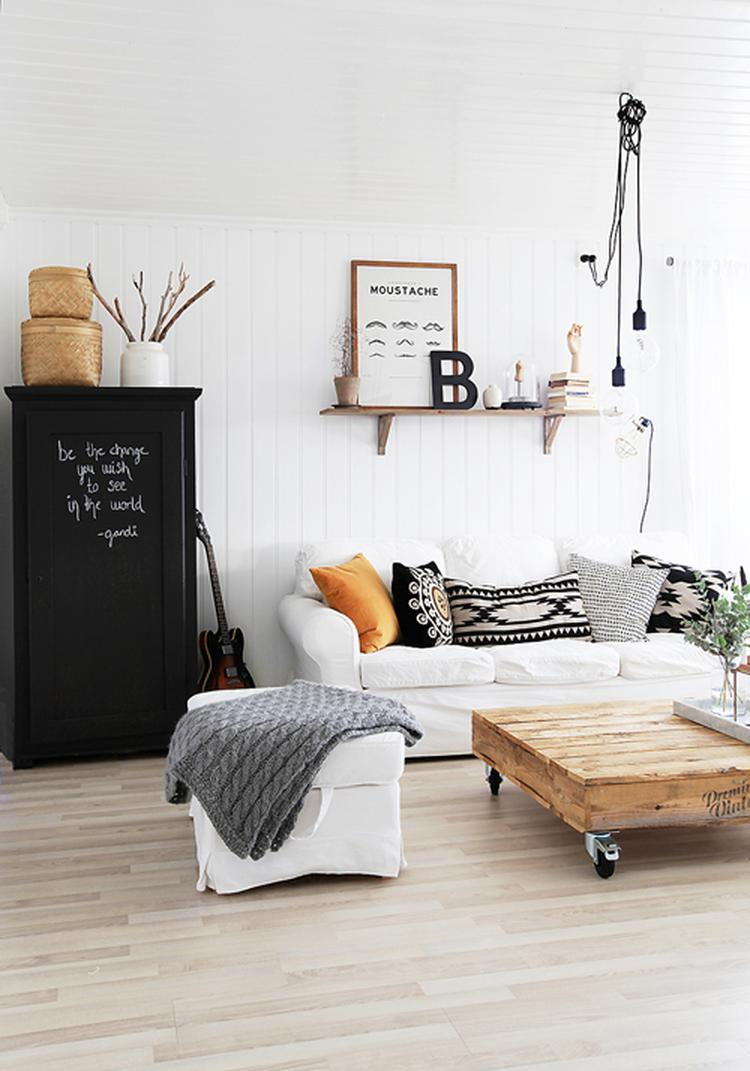 Mooie lichte woonkamer in scandinavische stijl. Foto geplaatst door ...