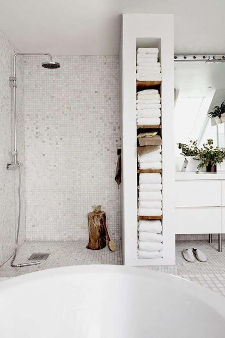 Badkamer kast met handdoeken. Foto geplaatst door ejansink op Welke.nl