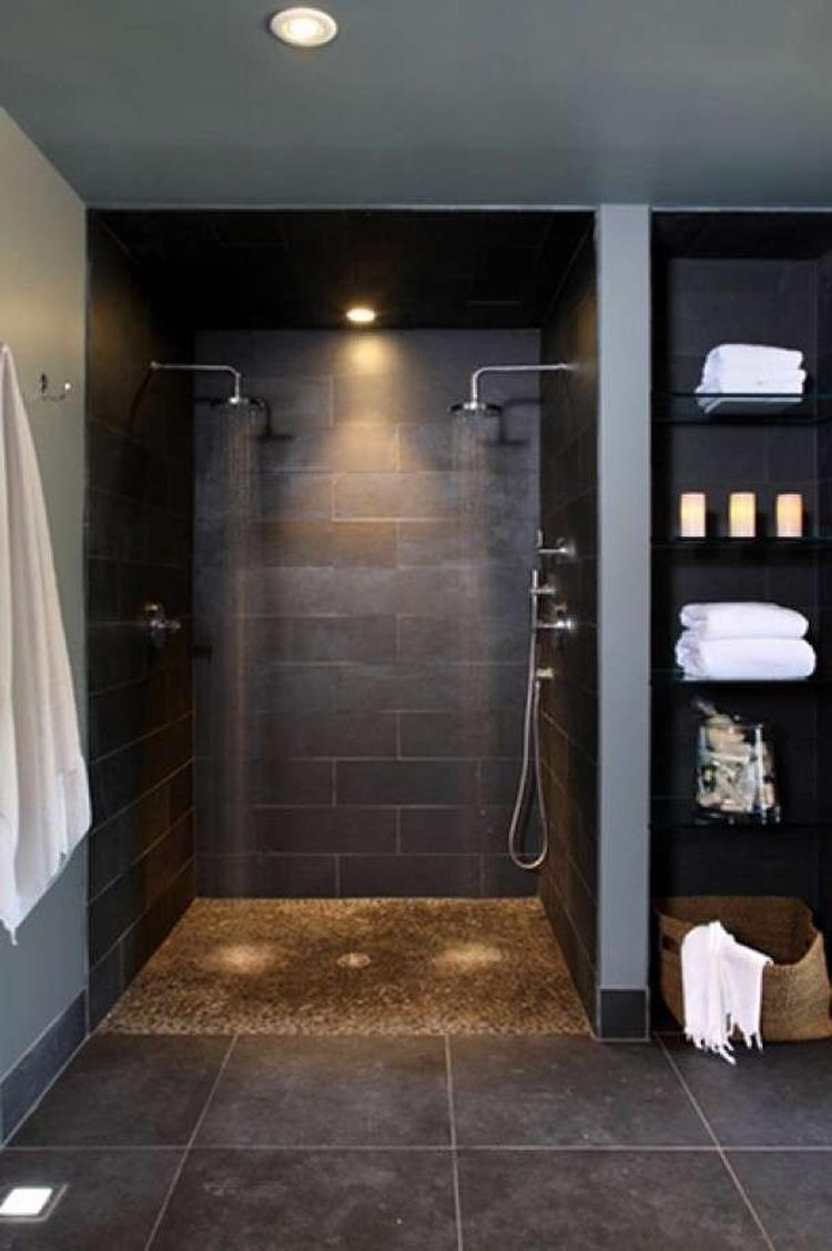 Badkamer - douche met kast. Foto geplaatst door ejansink op Welke.nl