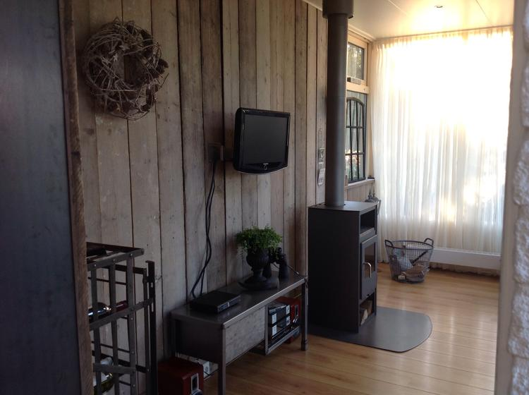 Tv Radio Meubel : Tv radio meubel gemaakt van blauwstaal foto geplaatst door