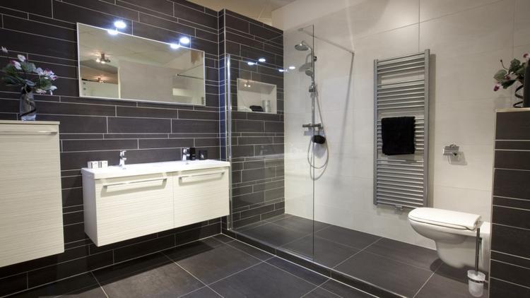 Badkamer met Thebalux Arcadia (Engelen Spijkenisse). achterwand ...