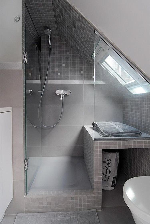 douche onder het schuine dak. Foto geplaatst door spotter op Welke.nl