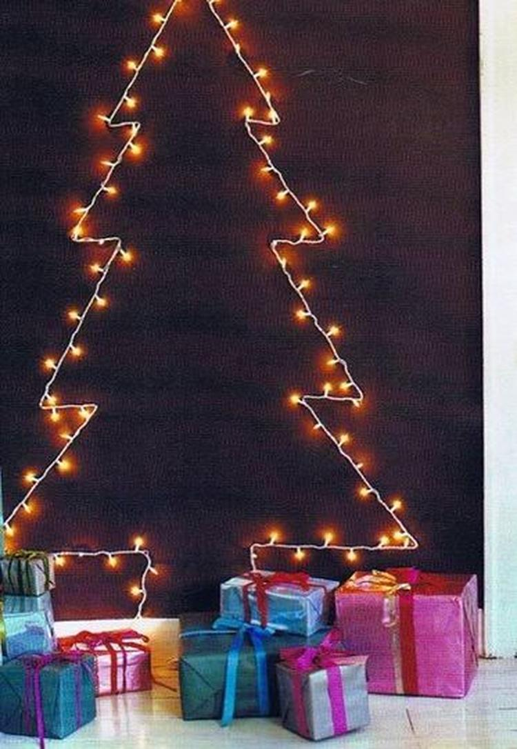 Minimalistische Kerstboom Gevormd Uit Lichtjes Foto Geplaatst Door