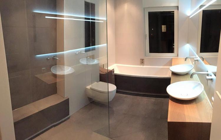 Mooie badkamer met betontegels, rustig en strak. Foto geplaatst door ...