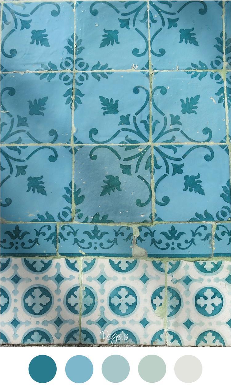 TEGELS - Oude vintage tegelmuur met motief. Kleurenpalet blauw ...