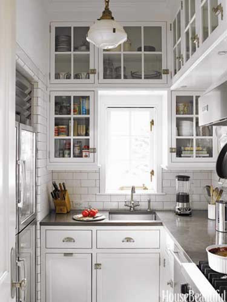 Kleine keuken met veel bovenkastjes. foto geplaatst door ...