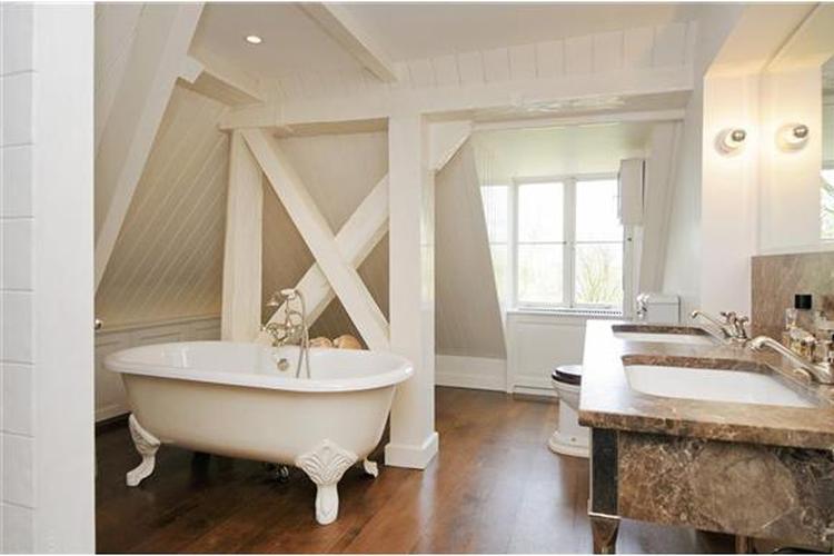 badkamer landelijke stijl. Foto geplaatst door miriamklamer op Welke.nl