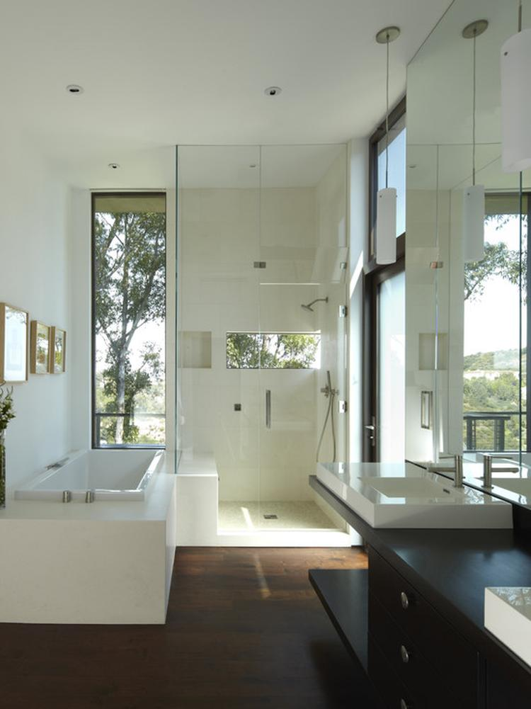 Kastenwand Met Spiegels.Grote Spiegels Waar Vind Je Die Wit Lage Kasten Foto