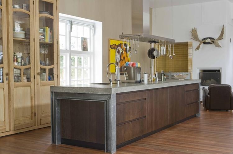 Van Hout Keukens : Staal beton en houten keuken gelakte fronten zijn niet helemaal