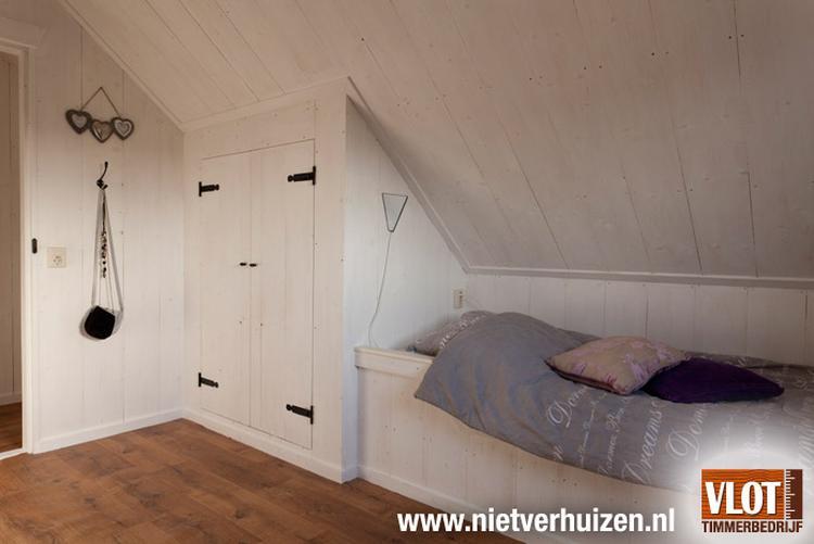 Kast En Bed Onder Schuine Wand Foto Geplaatst Door Maenhout
