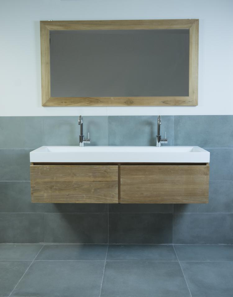 Houten badkamermeubel met 2 laden, mat witte solid surface wastafel ...