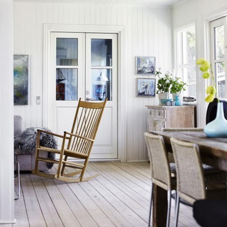 Zacht landelijk interieur met veel natuurlijke kleuren en materialen ...