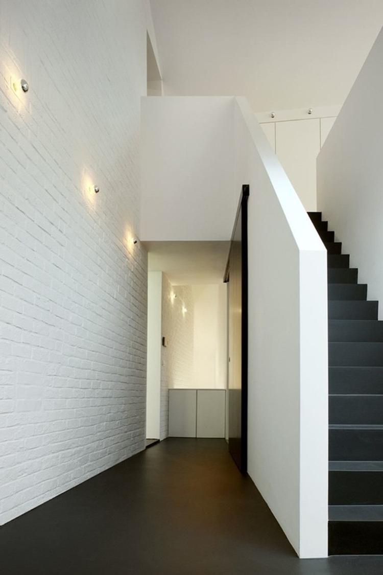 Hal strak wit en zwart. Foto geplaatst door Nieuwewoning op Welke.nl