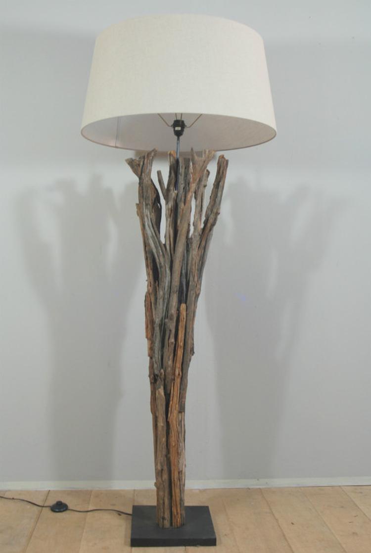 Verbazingwekkend Staande lamp gemaakt van houten boomtakken. Stoere lamp welke met GN-05