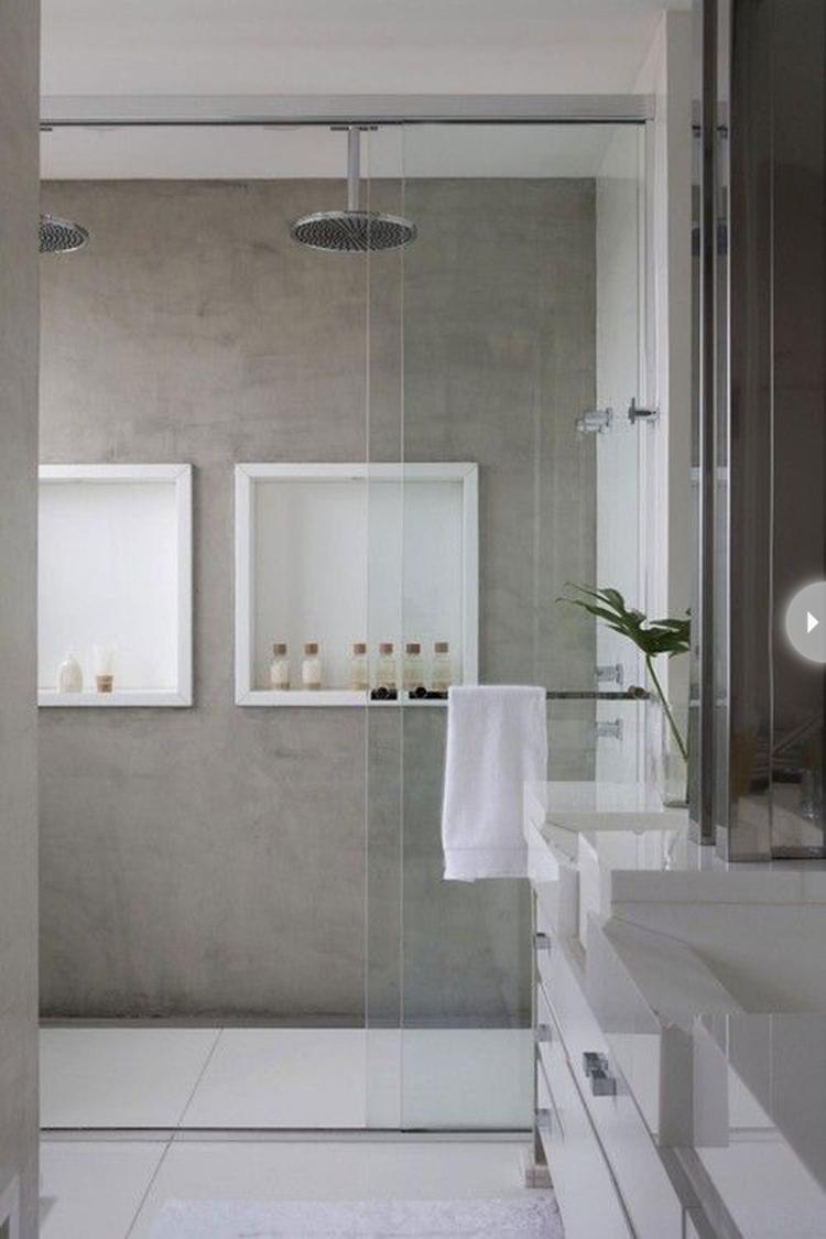 Grijze matte marmerstuc in strakke badkamer STUCAMOR voor kalkverf ...