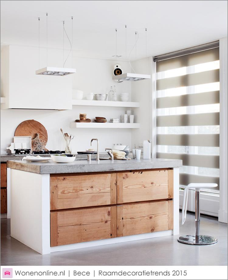Houten keuken met betonnen aanrecht, afzuigkap in schouw, open ...