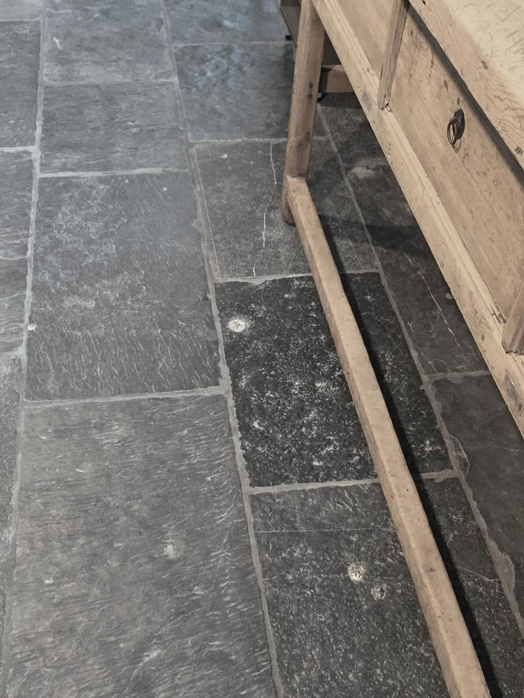 Noir Vignan - Robuuste natuursteen vloertegel uit de collectie van ...