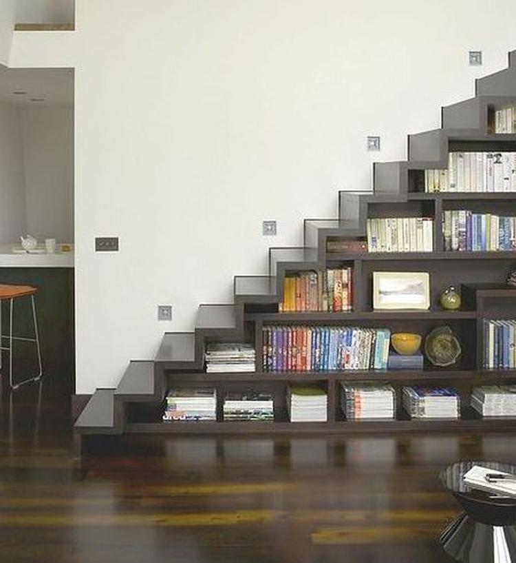 Trap en boekenkast. . Foto geplaatst door anja op Welke.nl