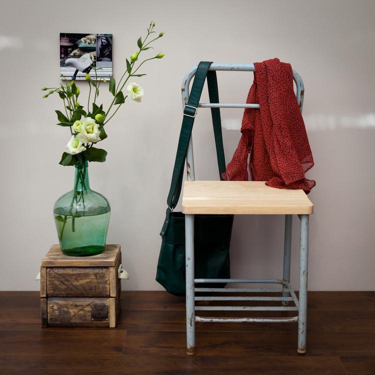 Industriële Stoel voor in je woon- of slaapkamer.. Foto geplaatst ...