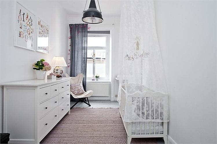 10x Mooie Gordijnen : Donkere gordijnen en industriele lamp foto geplaatst door mupke