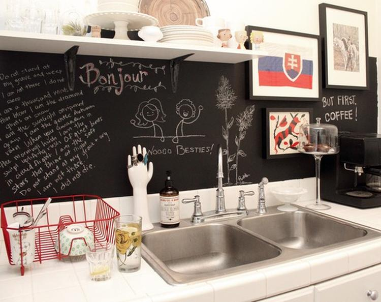 Achterwand voor de keuken met schoolbordverf. . foto geplaatst ...