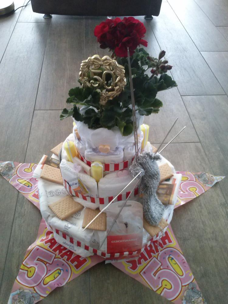 Extreem cadeau idee voor een Sarah. een taart voor een oude taart. Foto  YO-27