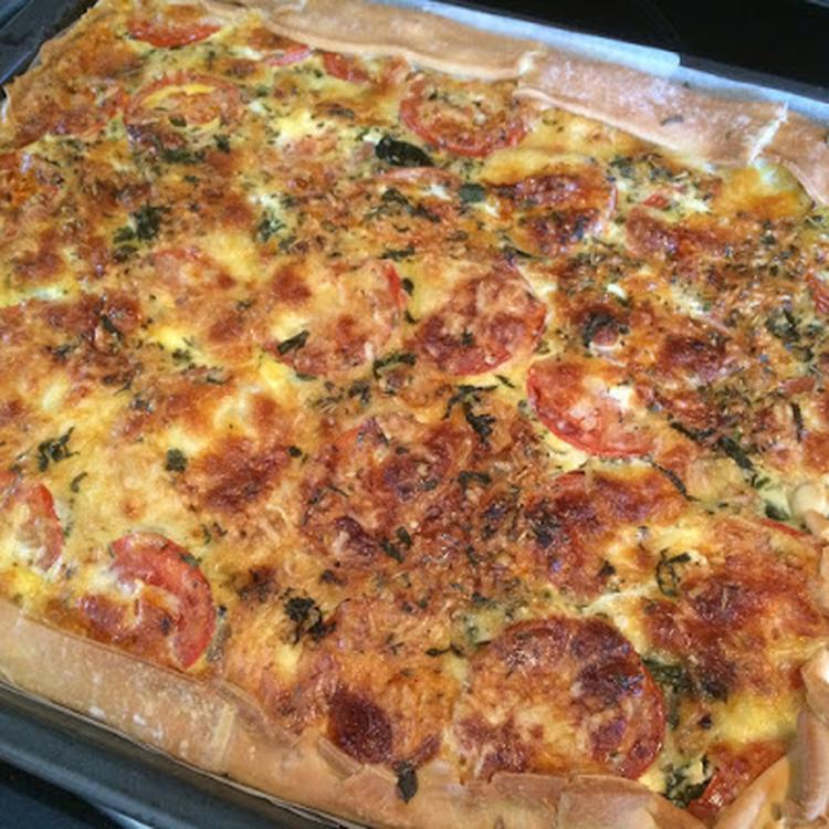 Hartige Taart Quiche Met Kip Spinazie En Italiaanse Kruiden