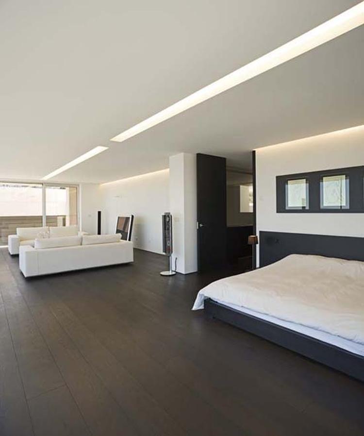 Donkere vloer met lichte meubels. Donkere vloer met lichte meubels ...