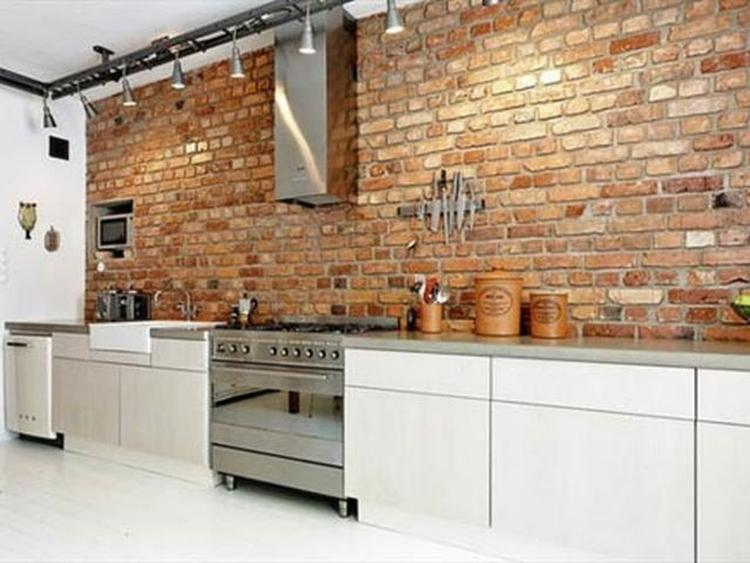 Eenvoudige, praktische keuken - lelijke verlichting.. Foto ...