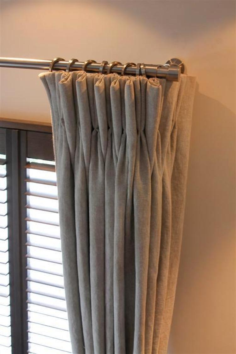 Grijze linnen gordijnen met een leuke roede. . Foto geplaatst door ...