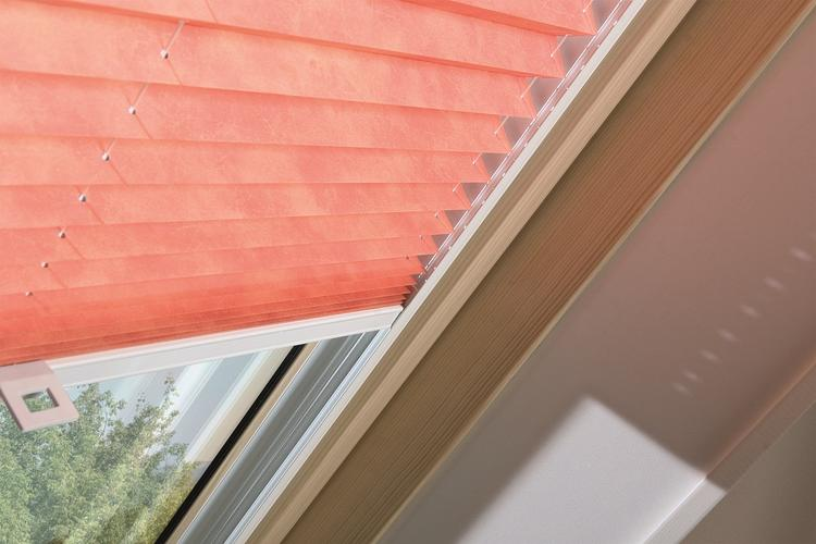 Gordijn Voor Dakraam : Fakro plissé gordijn foto geplaatst door dakraam dakramen op welke