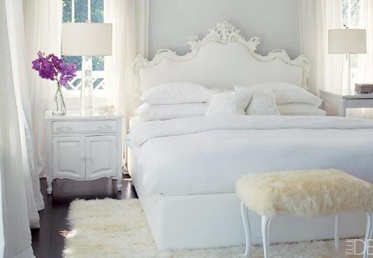 Wit-lichtblauwe slaapkamer met paars accent.. Foto geplaatst door ...