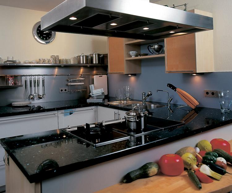 Chique keuken met granieten werkblad van Dekker. Deze keuken heeft ...