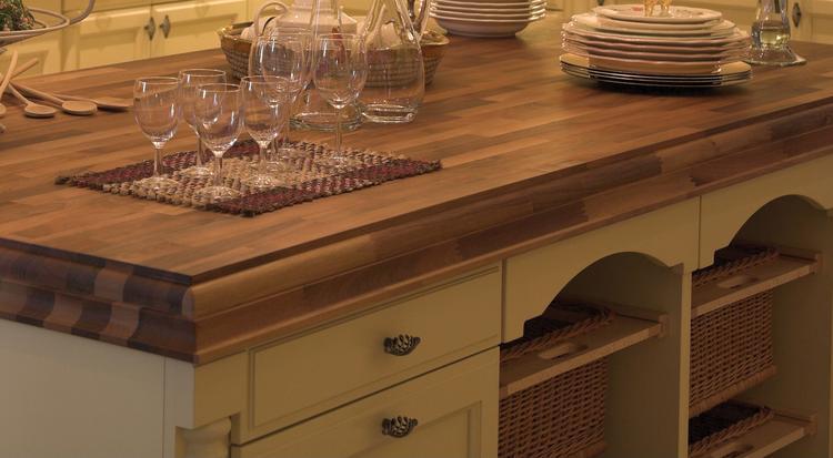 Houten Werkblad Keuken : Kookeiland van landelijke keuken met houten werkblad van dekker